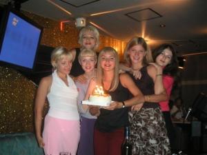 金髪ロシア美女の誕生日!