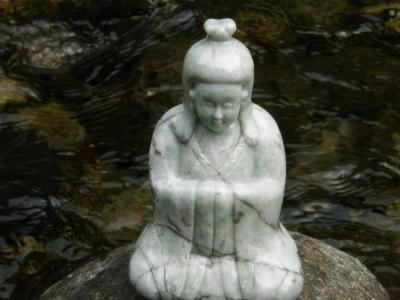 日本翡翠彫像ヌナカワヒメ、糸魚川ヒスイ