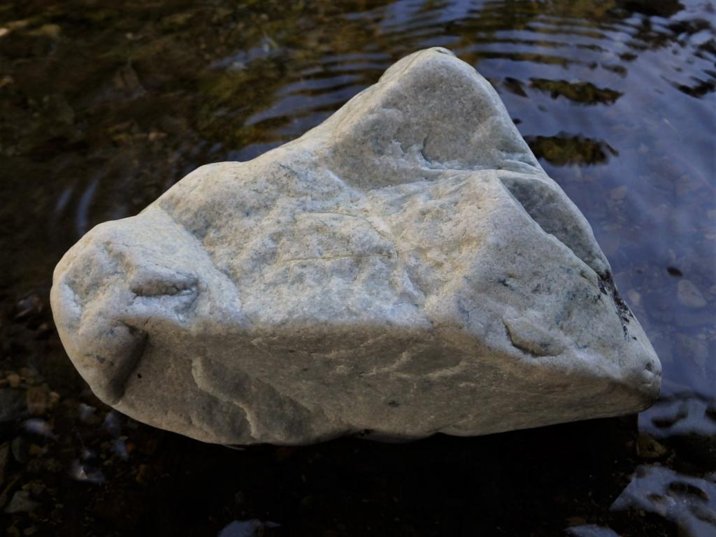 日本翡翠原石(糸魚川翡翠)