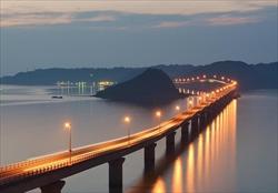 夜の角島大橋