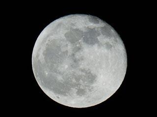 宇宙センターでの観察会で見えた月