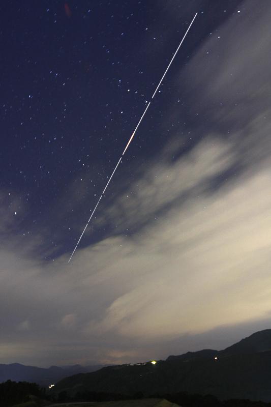 110112カシオペア座を射抜くISSの光跡(karan)