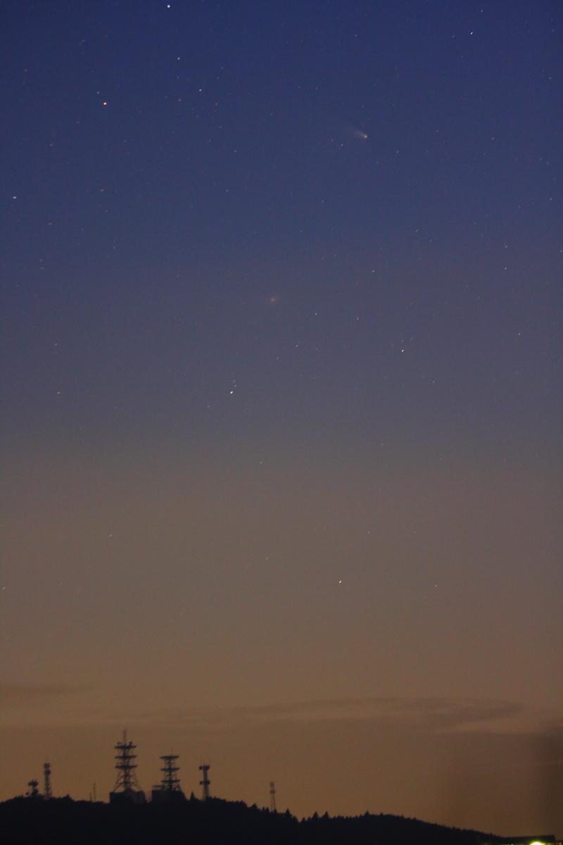 地上の景色とパンスターズ彗星M31(karan)