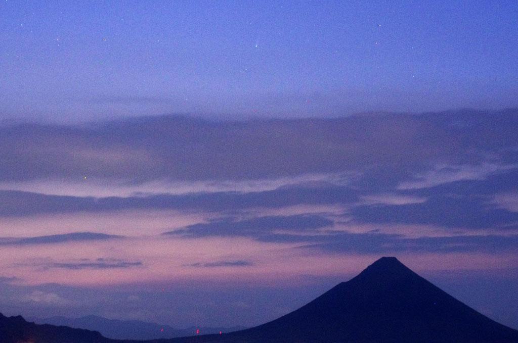 131121開聞岳上空のアイソン彗星と水星(morinaga)