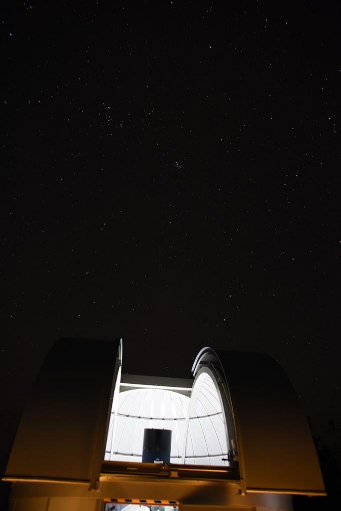 ドームと冬の星座