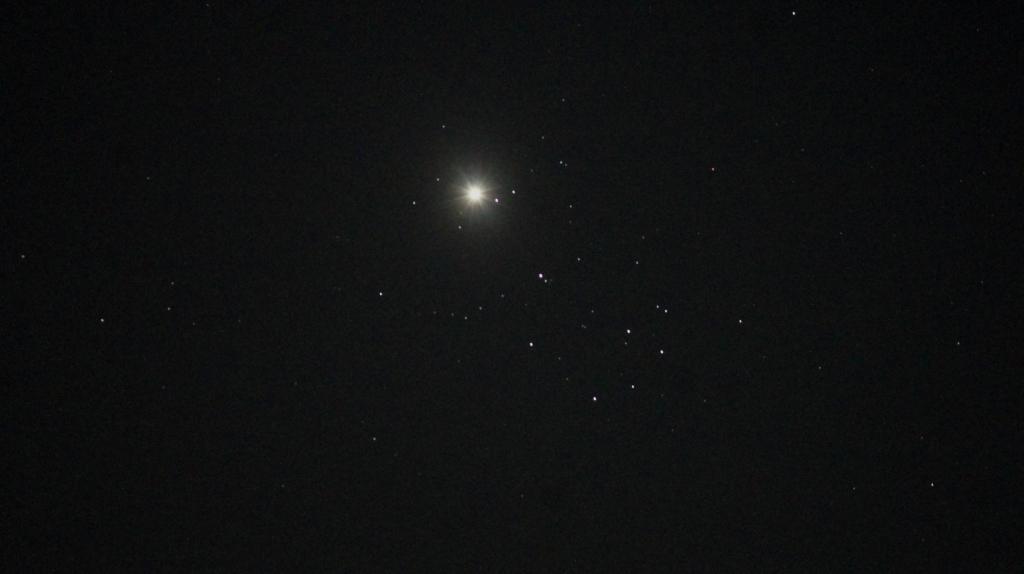 200404プレアデスと金星の接近(kuwahara)
