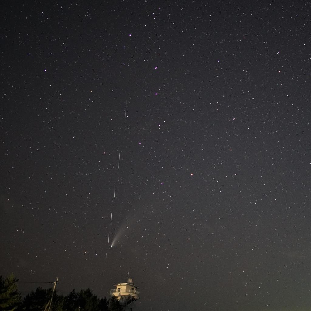 200722ネオワイズ彗星とスターリンク衛星04883b(maeda)