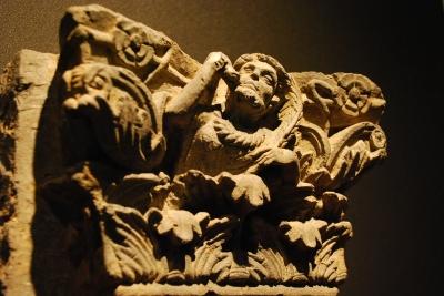 酒神ディオニュソスのコリント式柱頭