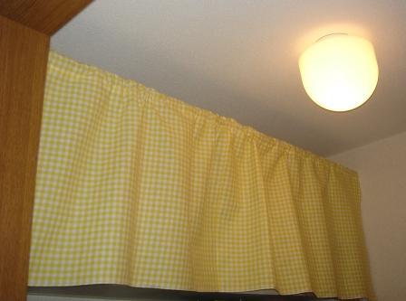 洗面所の上のカーテン 20080822