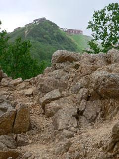 燕山荘が見えた