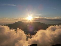 笠ヶ岳に沈む夕日