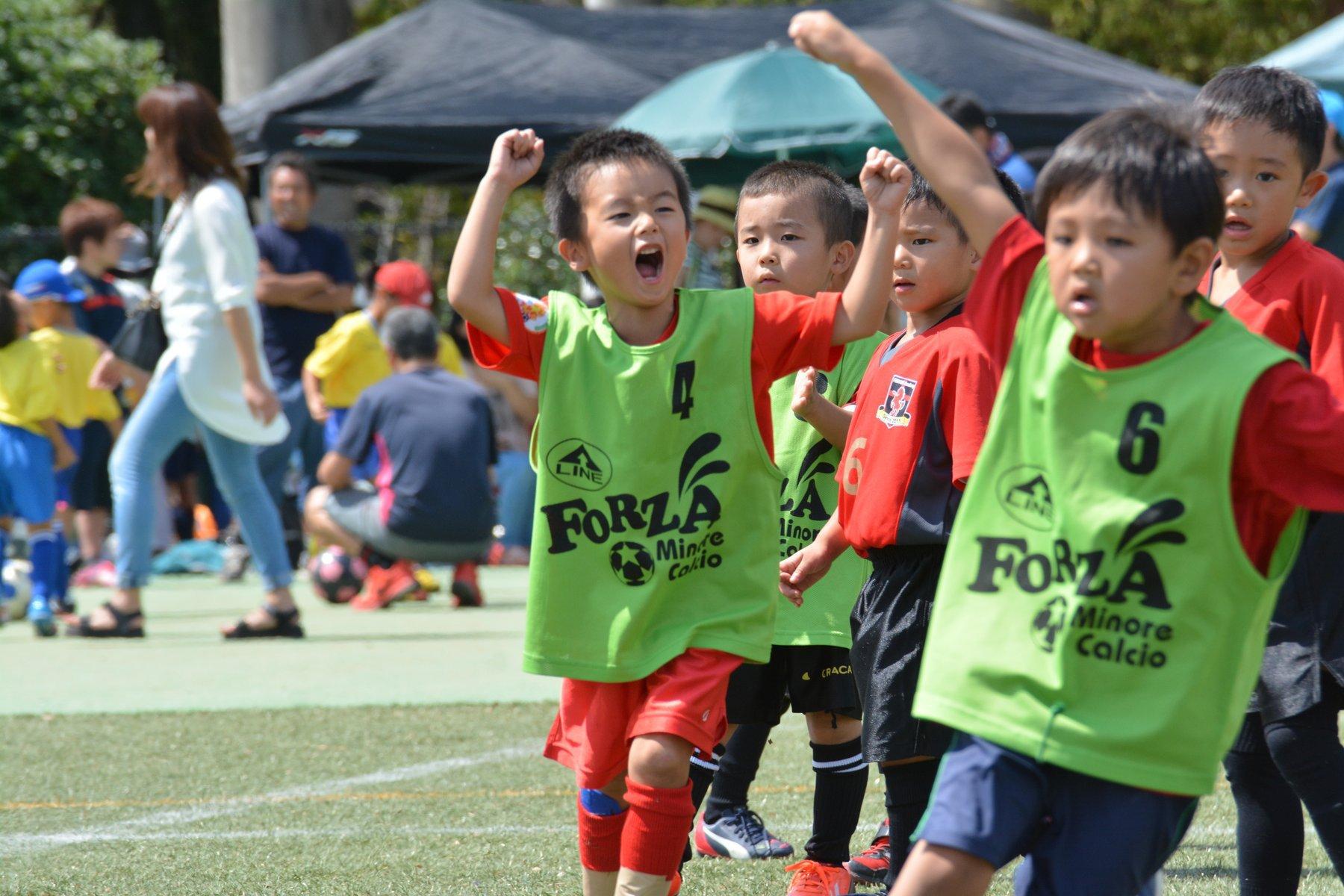 クオラFC幼児キッズサッカー得点を喜ぶ