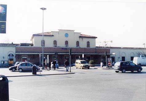 アレッツォ駅前
