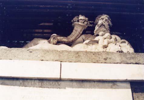 石像 ナポリ