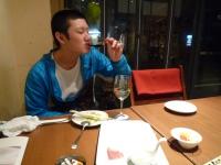 ワインを飲む男2