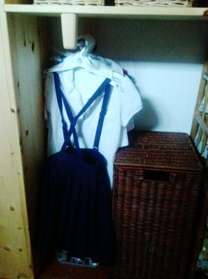 洗面脱衣所の棚 制服かけ