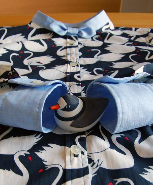 スワン柄長袖シャツ