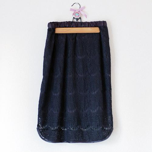 黒いレーススカート