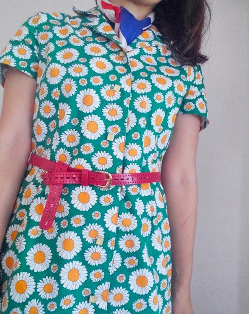 マーガレット柄のシャツドレス