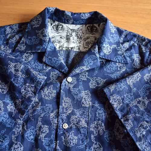 紺の猫柄メンズシャツ