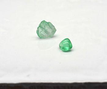 < img src=emerald.jpg alt=エメラルド />