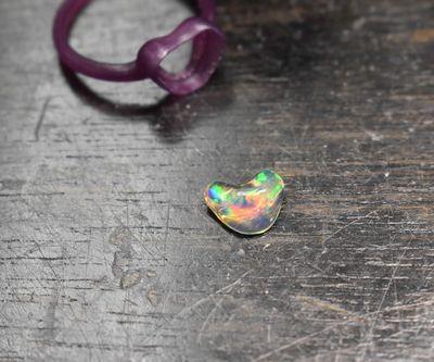 < img src=opal.jpg alt=オパールリング />