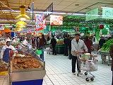 外資系スーパーには、豊富な商品が!