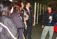 おめでとう!の声を掛けられている篠原亨太選手