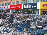 お店の前は、自転車だらけ!