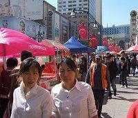 いつも、たくさんの人で賑わっている重慶路