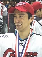 悲願の二冠達成に笑顔を見せる竹内元章選手