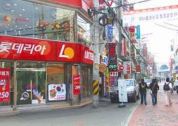 アニャン駅周辺には日本でのお馴染みのお店も