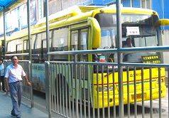 隣の桂林路駅までシャトルバスに乗車