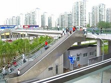 駅前広場を見渡せる歩道橋