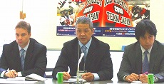マーク・マホン男子代表監督(左)、坂井寿如強化本部長(中)、飯塚祐司女子代表監督(右)の記者会見