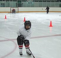 未来のスター選手を目指す子供たちの練習も行なわれているモクトンアイスリンク