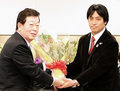 Tsuneji Okuzumi (L) & Yuji Iizuka