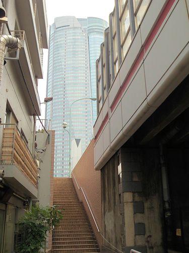 六本木トンネルの階段