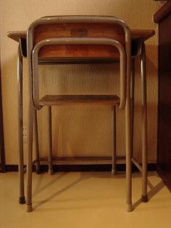学校机と学校椅子