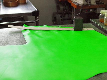 hp蛍光黄緑革
