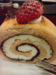 『Madu』のベイクドチーズケーキロール.jpg