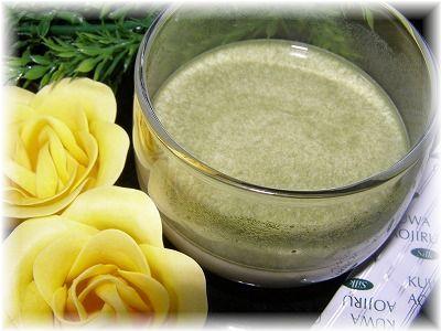 ミナト式くわ青汁は水または牛乳等に溶かして頂きます。