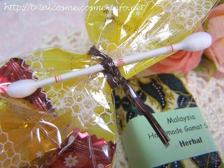 "betipaさんに頂いたお土産☆マレーシアの手作り・なまこ石鹸とチョコレート♪そして、大阪城のお土産""おみくじ綿棒""が付いていました!"