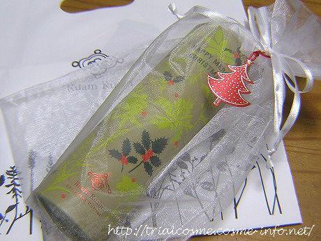 Ruam Ruam (ルアンルアン)コスメの数量限定・クリスマスコフレ2012。スティック生せっけん(白)オリジナル、泡立てネット、ハーバルオールケア バーム(ゼラニウム)、クリスマスコフレ限定ケースのセットです♪