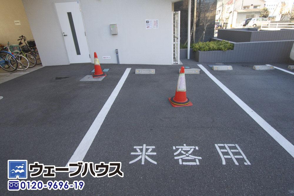エヌ・グランデ豊成の駐車場