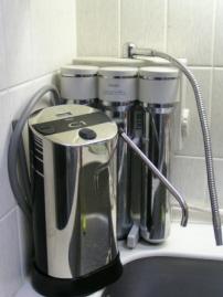 今まで使っていた浄水器とサイズ比較です