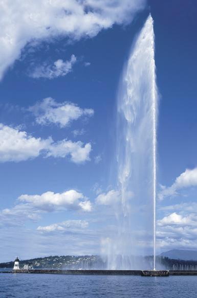 「ジェット噴水(160m高)」が迎えてくれるジュネーブ