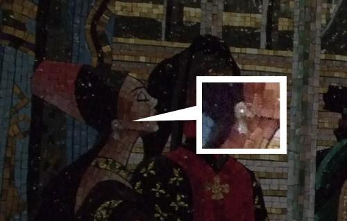 ディズニーの噂・裏技・裏話_シンデレラ城回廊の壁画に埋め込まれたダイヤモンド