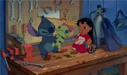 リロ&スティッチに登場する人形スクランプ