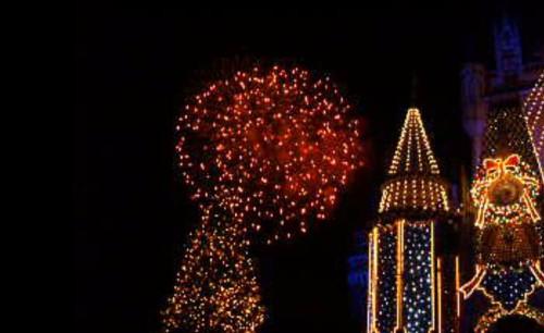 ディズニーリゾートの花火が晴れてても中止になる3つの理由